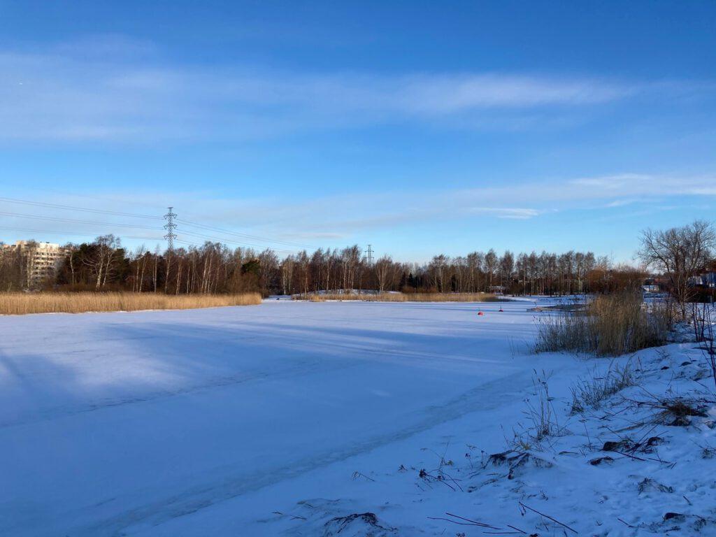 フィンランドの雪化粧。在宅勤務中の浅野お散歩。